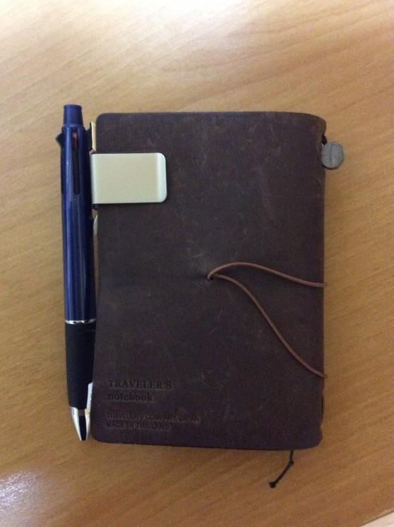 トラベラーズノートパスポートサイズ ペンホルダーとペン