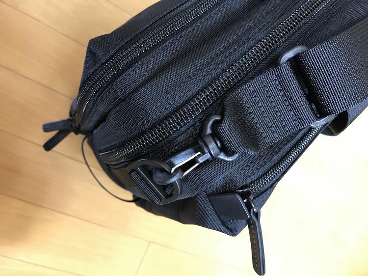 ウェルオーガナイズド ブリーフケース #7010 ショルダーストラップとカバン本体のフックがプラスチック製