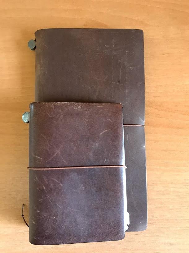 トラベラーズノート レギュラーサイズとパスポートサイズのサイズ比較