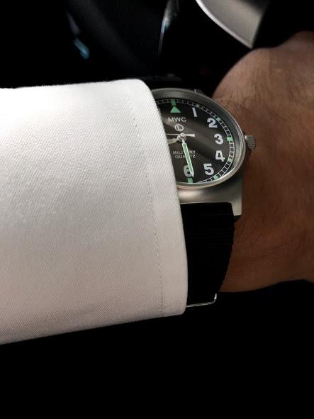 MWC G10LM ノンデートモデル 欧州ダイアルはYシャツの袖口にも余裕で収まる
