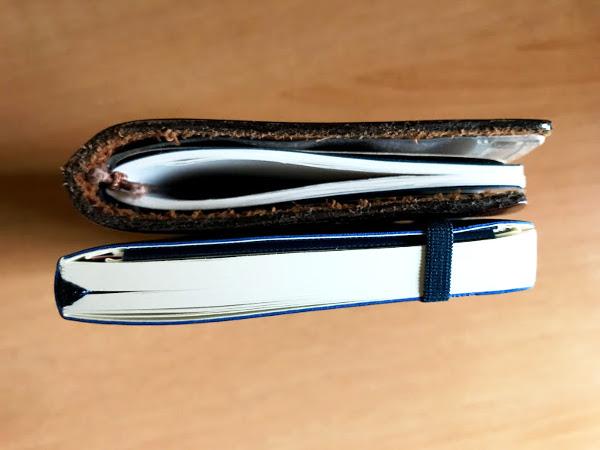 モレスキンウィークリーダイアリーポケットサイズとトラベラーズノートパスポートサイズ比較